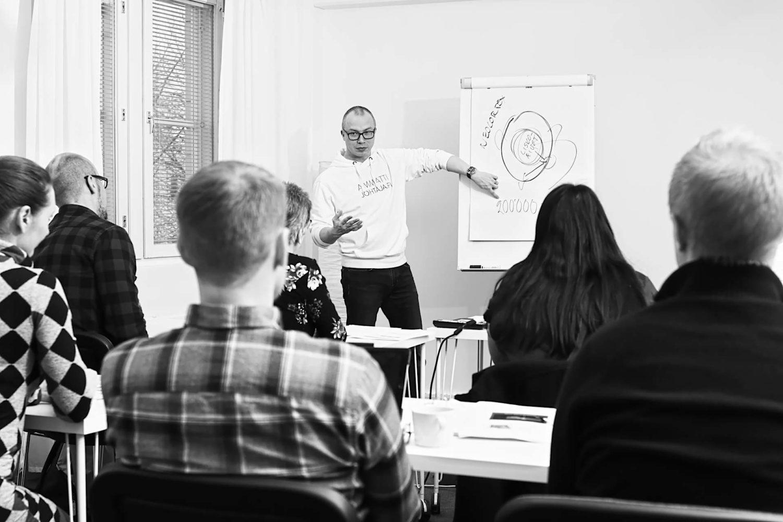 Johtamiskoulutus – Ammattijohtajakurssi.